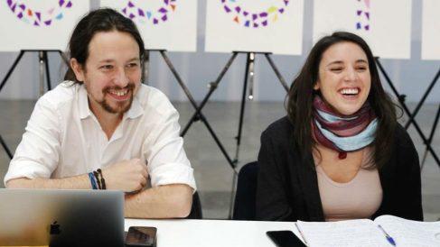 El secretario general de Podemos, Pablo Iglesias, junto a la portavoz de la formación en el Congreso, Irene Montero (Foto: Europa Press)