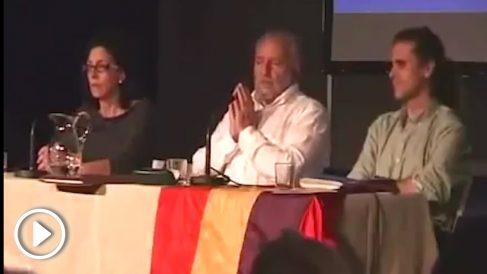 Julio Anguita durante una asamblea local de IU en mayo de 2015