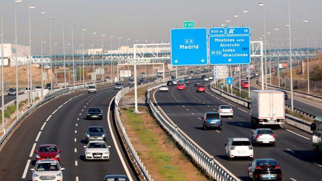 Las carreteras de Madrid registran atascos de hasta 16 kilómetros en la Operación Salida
