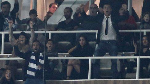Cristiano Ronaldo celebra un gol del Madrid en su palco del Bernabéu. (Getty)