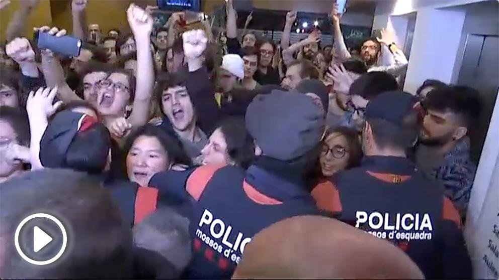 Escrache independentista en un acto de Ciudadanos en el Liceu de Barcelona.