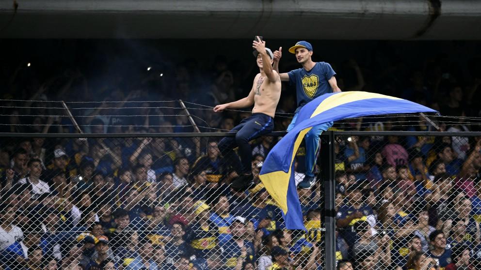 Los aficionados de Boca Juniors, en el entrenamiento previo a la final. (AFP)
