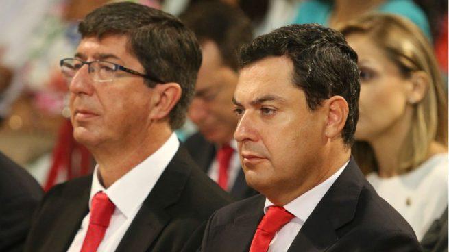 El candidato del PP a la Junta, Juanma Moreno Bonilla (d), y el de Ciudadanos, Juan Marín. (Foto: EP)