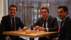 Reunión entre Pablo Casado, Juanma Moreno y Alberto Núñez Feijóo. (Foto. PP)