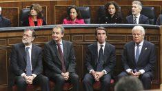 Los ex presidentes del Gobierno Felipe González, José María Aznar, José Luis Rodríguez Zapatero y Mariano Rajoy (d a i) han asistido este jueves al acto de conmemoración del cuarenta aniversario de la Constitución presidido por el Rey en el Congreso. (Foto: Efe)