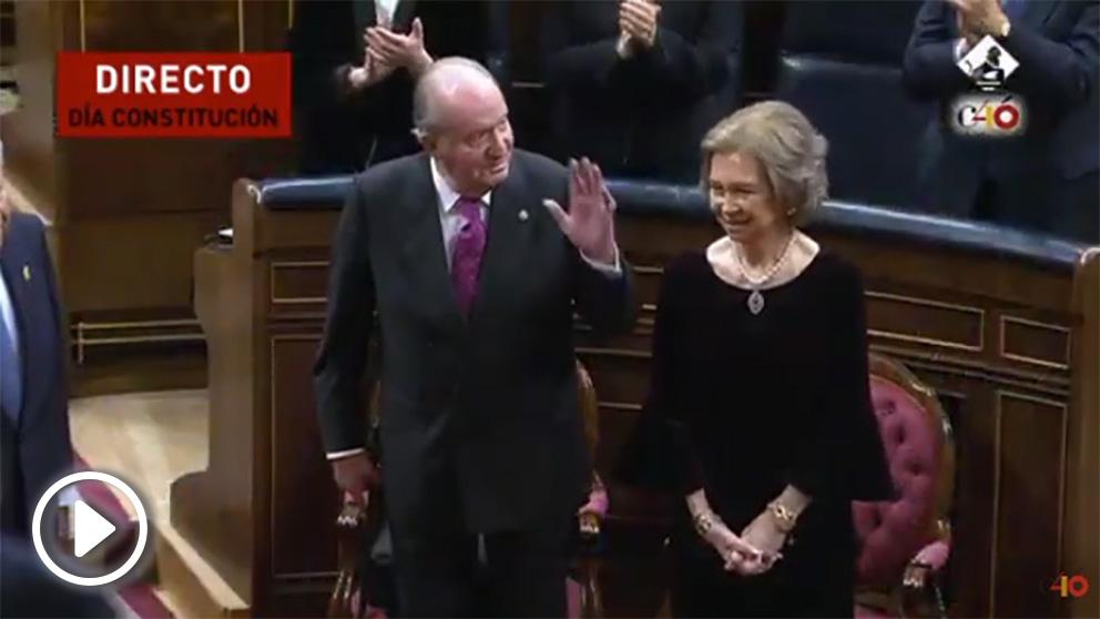 Aplausos y ovación para el Rey emérito Juan Carlos I y la Reina Sofía