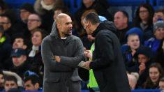 Guardiola protesta al cuarto árbitro en el Chelsea – Manchester City. (Getty)