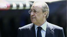 Florentino Pérez en el Santiago Bernabéu. (AFP)