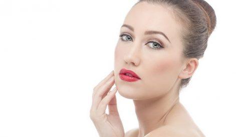 Se aplica de forma tópica en la piel para tratar y mitigar las arrugas