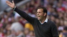 Javi Calleja da instrucciones durante un partido con el Villarreal. (AFP)