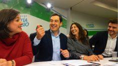 Juanma Moreno y otros dirigentes del PP (EP).