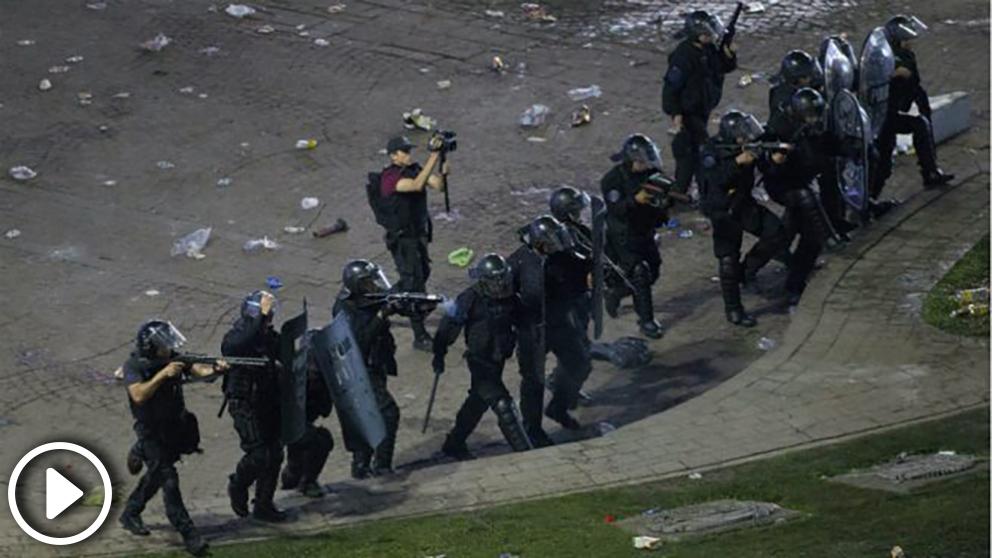 policia-aregentina-obelisco-buenos-aires-celebracion-river-655×368 copia