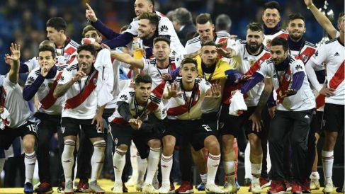 Los jugadores de River celebran la Libertadores en el Bernabéu. (AFP)