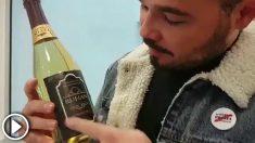 Gabriel Rufián cuelga un vídeo en el que desempaqueta una botella de vino que lleva su nombre