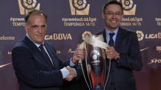 Tebas y Bartomeu, en una gala de premios de la Liga. (AFP)