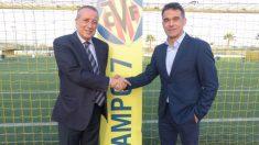 Luis García Plaza posa junto al presidente del Villarreal, Fernando Roig. (VillarrealCF)