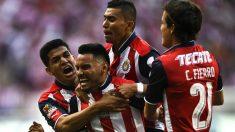 Los jugadores del Guadalajara celebran un gol. (AFP)