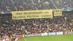 La pancarta desplegada en el Camp Nou.