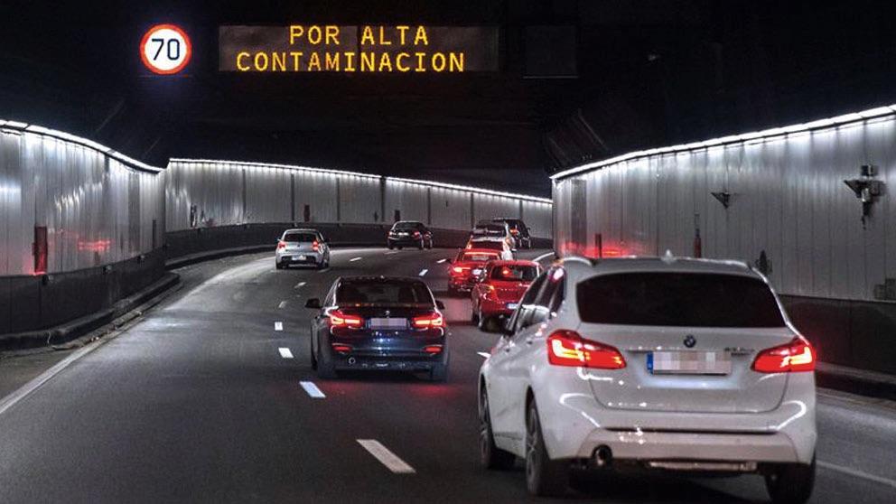 Limitaciones al tráfico del protocolo anticontaminación del Ayuntamiento de Madrid se encuentra la limitación de velocidad en la M-30. Foto- EFE
