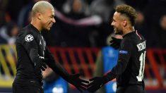 Mbappé y Neymar celebran uno de los goles del PSG. (AFP)