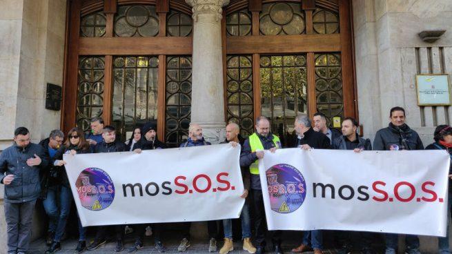 Los sindicatos de los Mossos exigen la equiparación salarial ante las puertas de Economía
