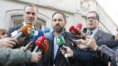 Santiago Abascal con varios dirigentes de VOX. Foto: Europa Press