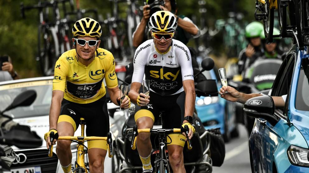 Geraint Thomas y Froome celebran la conquista del Tour de Francia 2018. (AFP)