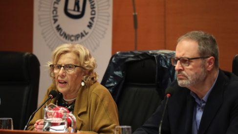 Manuela Carmena y el edil de Policía, Javier Barbero. (Foto. Madrid)