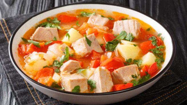 Marmitako de salmón con verduras