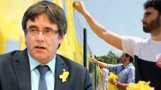 El ex presidente de la Generalitat, Carles Puigdemont, y ciudadanos quitan lazos amarillos de los espacios públicos