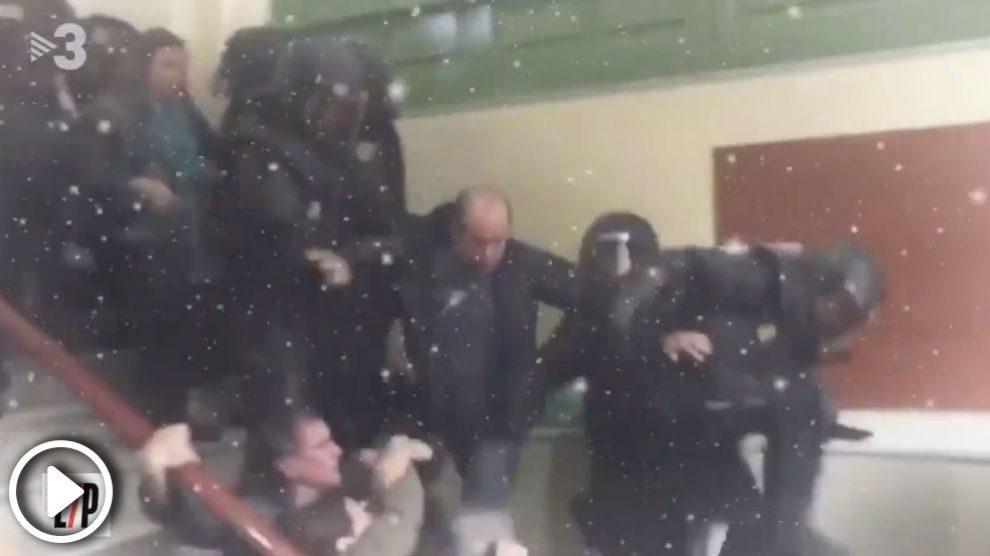 """El vídeo de TV3 que se mofa del regreso de la Policía Nacional a Cataluña: """"El madero vuelve a casa por Navidad""""."""