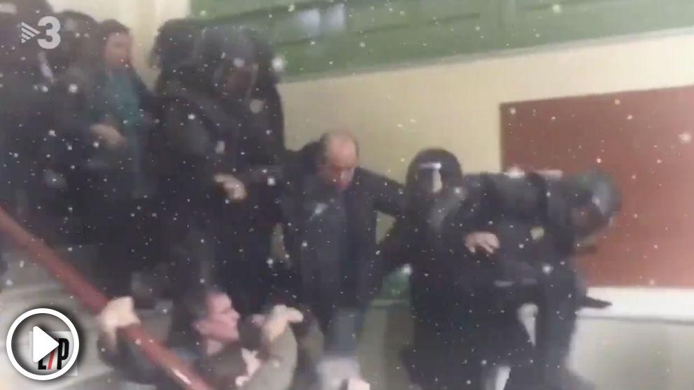 El vídeo de TV3 que se mofa del regreso de la Policía Nacional a Cataluña: «El madero vuelve a casa por Navidad».