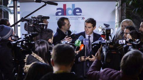 Albert Rivera a su llegada al encuentro (EP).