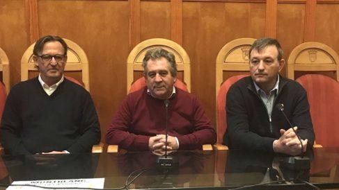 El alcalde de ERC en Montblanc, Josep Andreu Domingo (centro), inicia una huelga de hambre en apoyo a los presos separatistas (Foto: Europa Press)