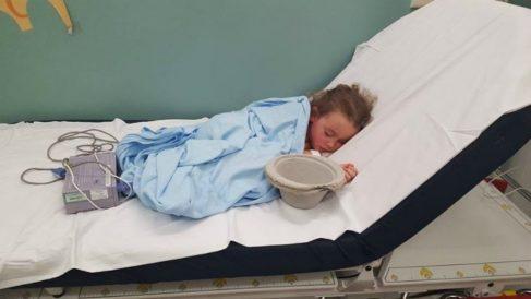 Madre comparte la imagen de su hija hospitalizada por bullying. Remueve conciencias