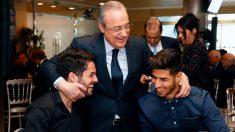 Florentino Pérez, junto a Isco y Asensio en la comida de Navidad del Real Madrid. (Realmadrid.com)