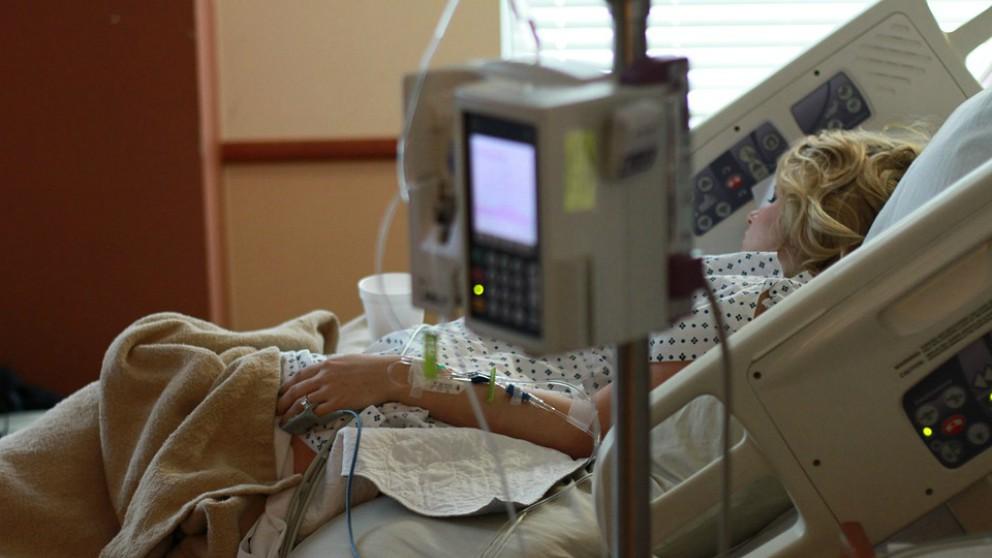 Cama de hospital.