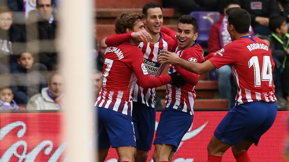 Los jugadores del Atlético celebran uno de los goles. (AFP)