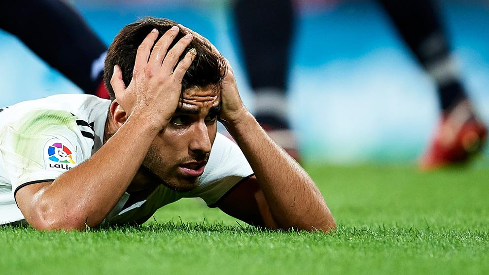 Marco Asensio se lamenta tras fallar una ocasión.