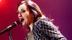 Luz Casal durante su actuación este domingo en Madrid (Foto: EFE).