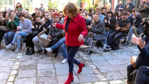 Carmen Maura durante su encuentro con estudiantes de arte dramático en Sevilla (Foto: EFE).