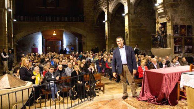 El abogado de Puigdemont desde el altar de una iglesia: