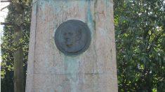 Medallón de Franco en la plaza de España de Oviedo. Foto: Europa Press