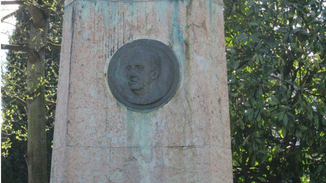 El Gobierno quitará las ayudas públicas a los ayuntamientos que no retiren los símbolos franquistas