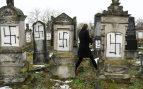 Aparecen decenas de tumbas de judíos con símbolos nazis en un cementerio de Estrasburgo