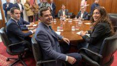 Los equipos negociadores de Partido Popular y Ciudadanos, encabezados por Juanma Moreno y Juan Marín