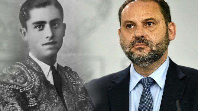 Heliodoro Ábalos, torero bajo el nombre de 'Carbonerito', junto a su hijo el ministro de Fomento José Luis Ábalos.
