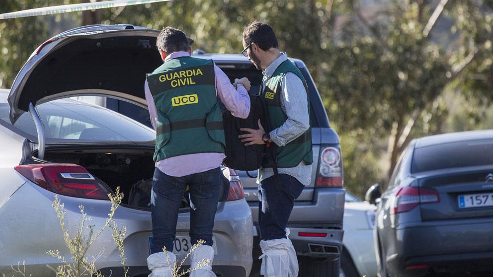 Dos agentes d ela Guardia Civil durante la investigación del asesinato de Laura Luelmo. Foto: Europa Press