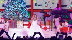 Mariah Carey durante un momento de su espectáculo navideño en el WiZink Center de Madrid. Foto: EFE