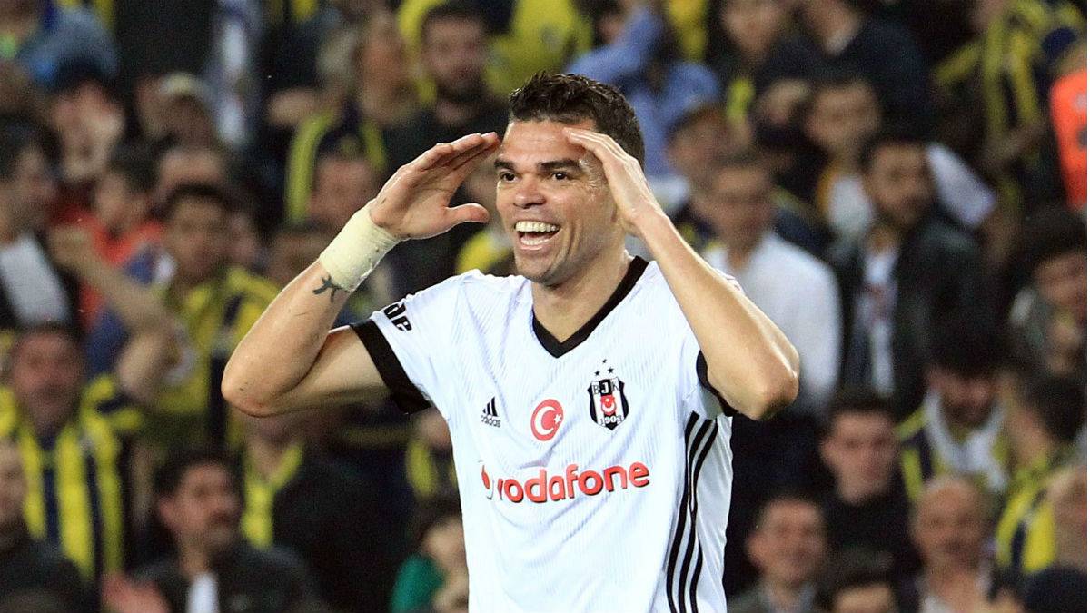 Pepe, durante un partido del Besiktas (Getty).